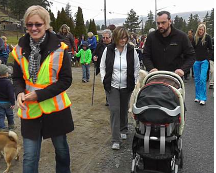 Copun. Tina Lange marches with Todd Road residents. (Kamloops Daily News photo)