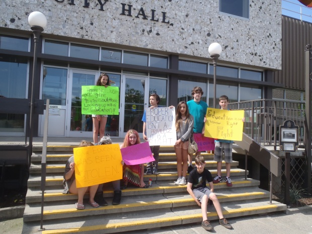 Beattie students pay a visit to City Hall.